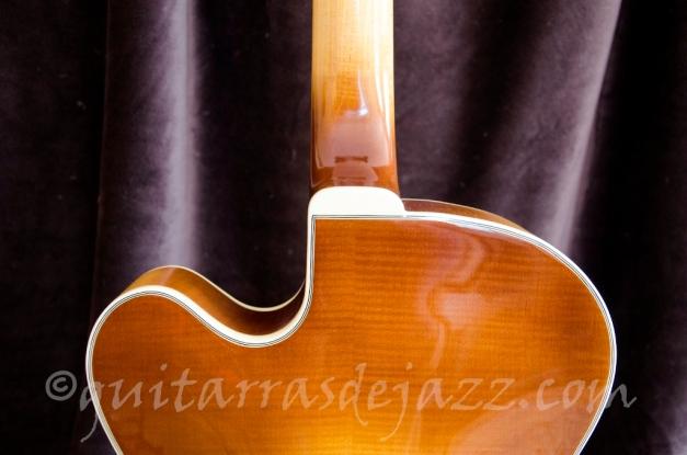11.- Fender D'Aquisto